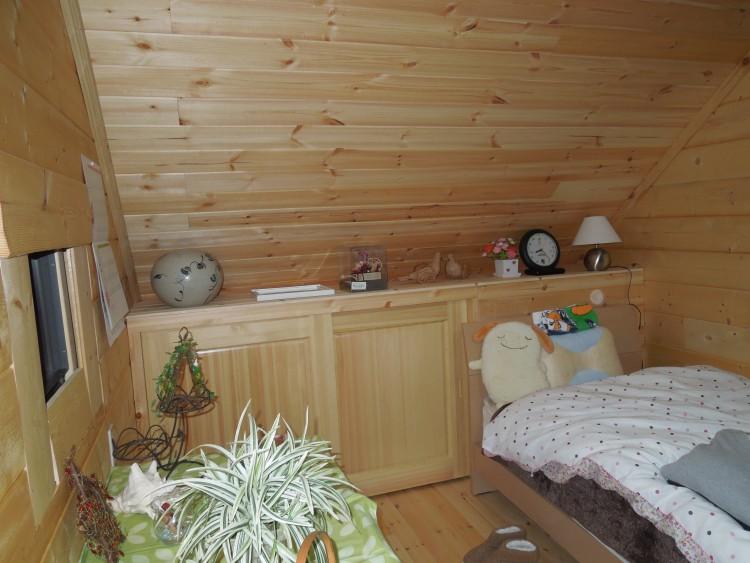 ログハウスの寝室