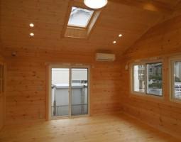 1階0歳児保育室天窓つき
