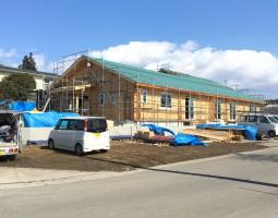 屋根ルーフィングが終わり外部収め工事に入ります。